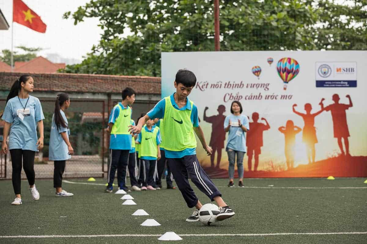 Vietnam Manchester City Cityzens giving young leaders 19